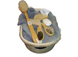 Houten badkuipen ongelakt incl. houten badset (bestaande uit: 1 badkuip, 1 badborstel, 1 haarborstel, 1 nagelborstel, 1 voetnagelborstel en 1 spiegeltje)