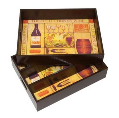tres casos de vino en combinacin con la bandeja decorado