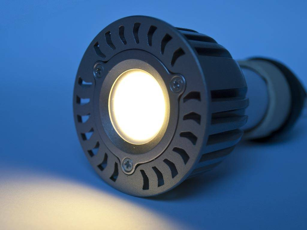 GU5.3 COB LED Spot LM50 5 Vatios 12 Volt Regulable