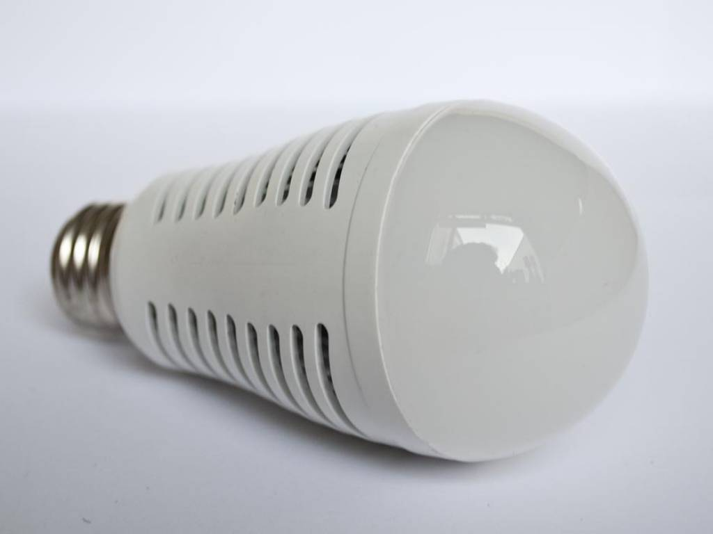 E27 LED Bulb LMB2 7 Watt 110-230 Volt