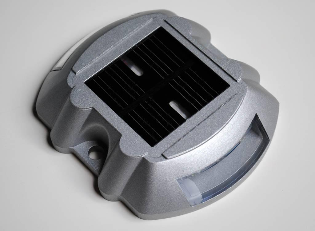 R flecteur de route led sur nergie solaire - Reflecteur solaire maison ...