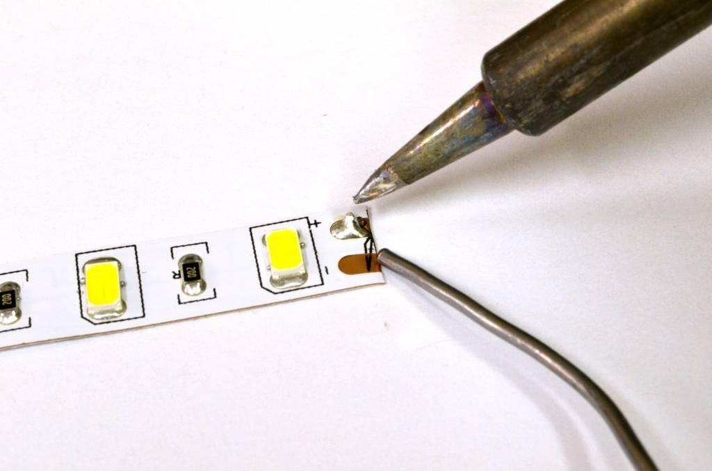 LED en bande auto-adhésive 2835 60 LED/m Blanc chaud ~ blanc réglable - par 50cm