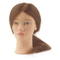 Sibel Practica la moda de la cabeza