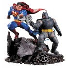 Batman TDKR Statue Superman vs. Batman