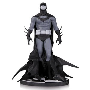 Batman Black & White Statue Jae Lee