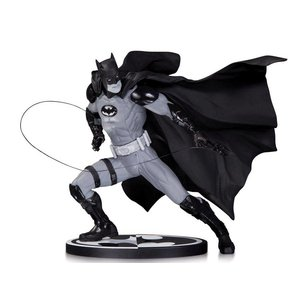 Batman Black & White Statue Ivan Reis