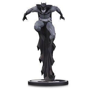 Batman Black & White Statue Batman by Jonathan Matthews 23 cm