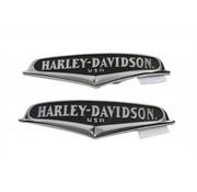 Harley Davidson surfaces courbes et le lettrage chromé ont sur un fond noir