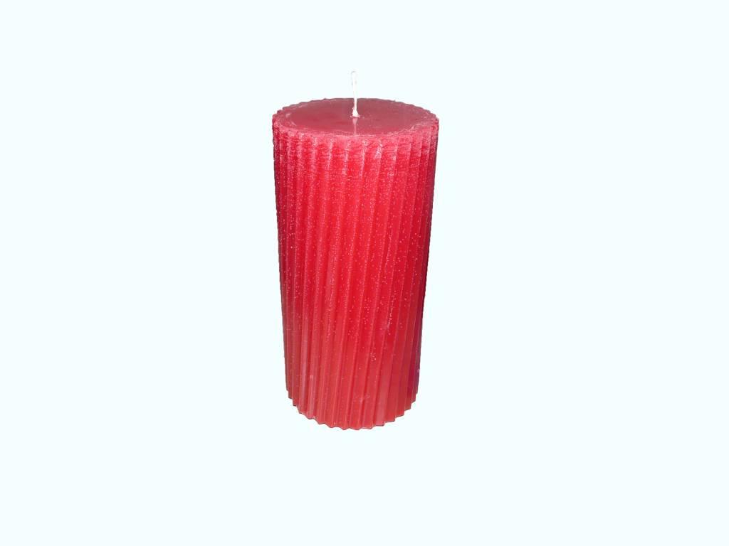 De Kleur Rood : Twisted stompkaars in de kleur rood Ø cm kaarswinkel