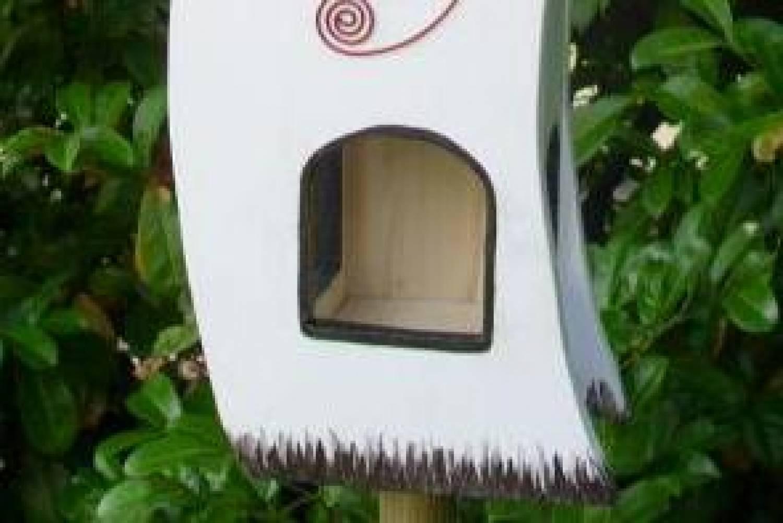 handgemaakte en handgeschilderde vogelvoederhuizen. Black Bedroom Furniture Sets. Home Design Ideas