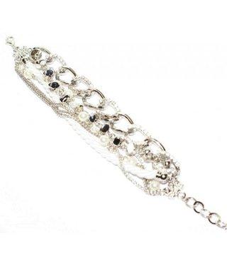 Armband met witte parels en zilveren kettingen met strass