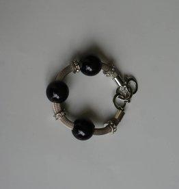 Armband met zwarte parel