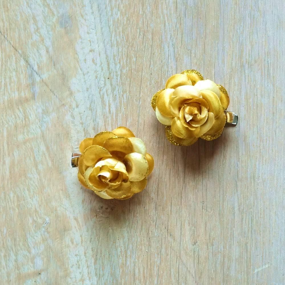 Goudkleurige bloemetjes (2 st)
