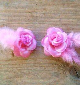 licht roze bloemetjes met veertje (2 stuks)