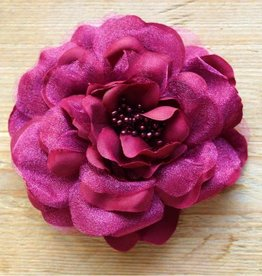 Bordeauxrode bloemcorsage