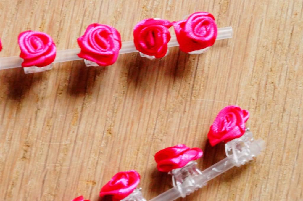 Klemmetjes met roze roosjes