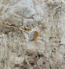 Treasure Rookie Gold lake ring white howlite