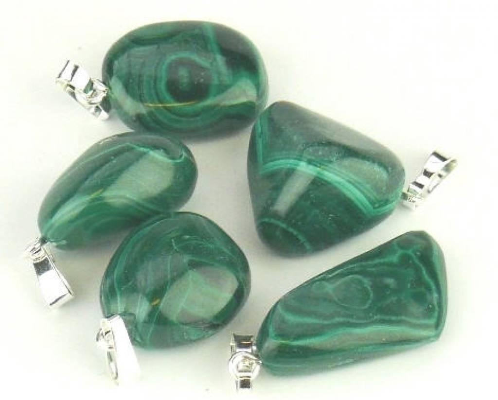 Gemstone Malachite avec pendentif en argent, la fermeture Cartier et le sac-cadeau