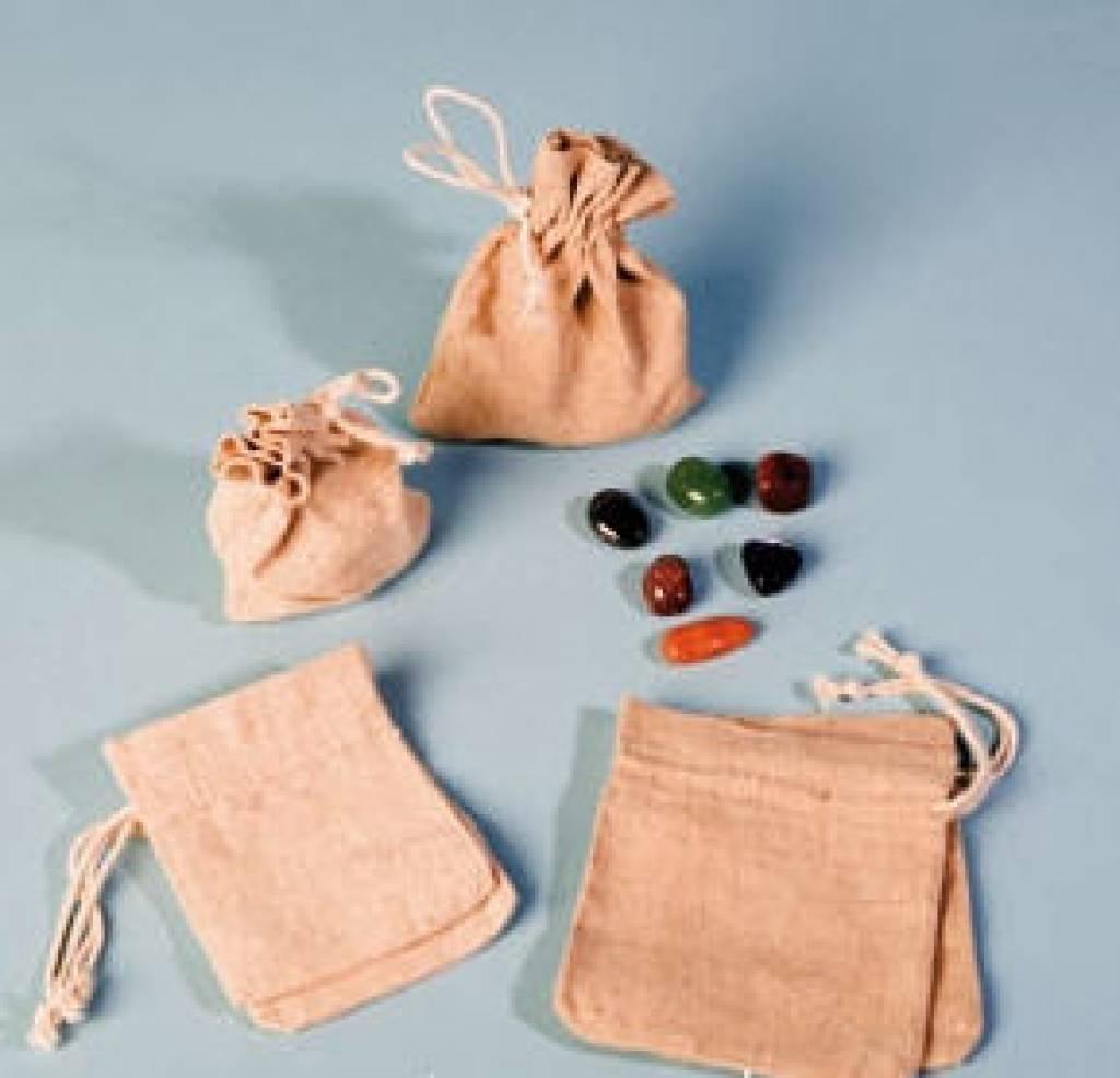 Pierre de cristal de roche avec pendentif en argent, la fermeture Cartier et sac cadeau