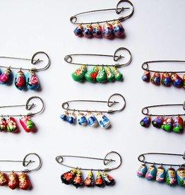 Matryoshka καρφίτσα, διαφορετικά χρώματα.