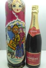 Matroschka mit Flasche Champagner.