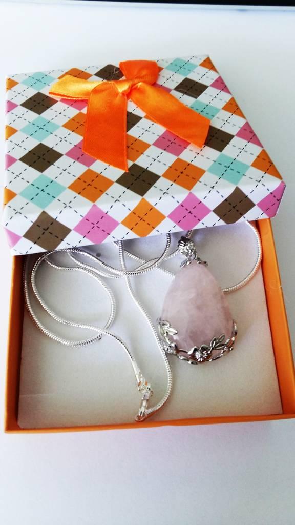 Różowy kwarc srebrny wisiorek