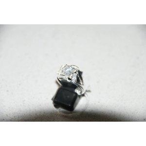 Mooie zilveren ring met zirkonia