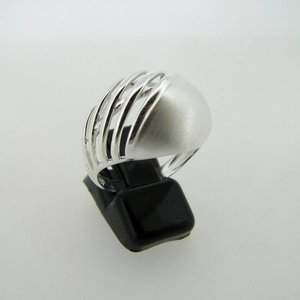 Modern design zilveren ring