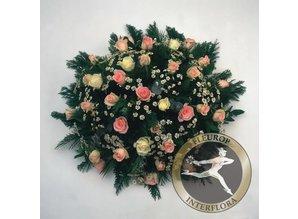 Rouwarrangement met witte en roze rozen