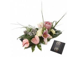 Stijlvol roze arrangement met 4 bonbons