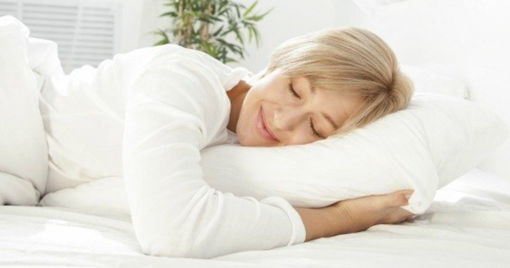 Kussen Voor Nekklachten : Welk hoofdkussen voor welke slaaphouding nightlifeliving