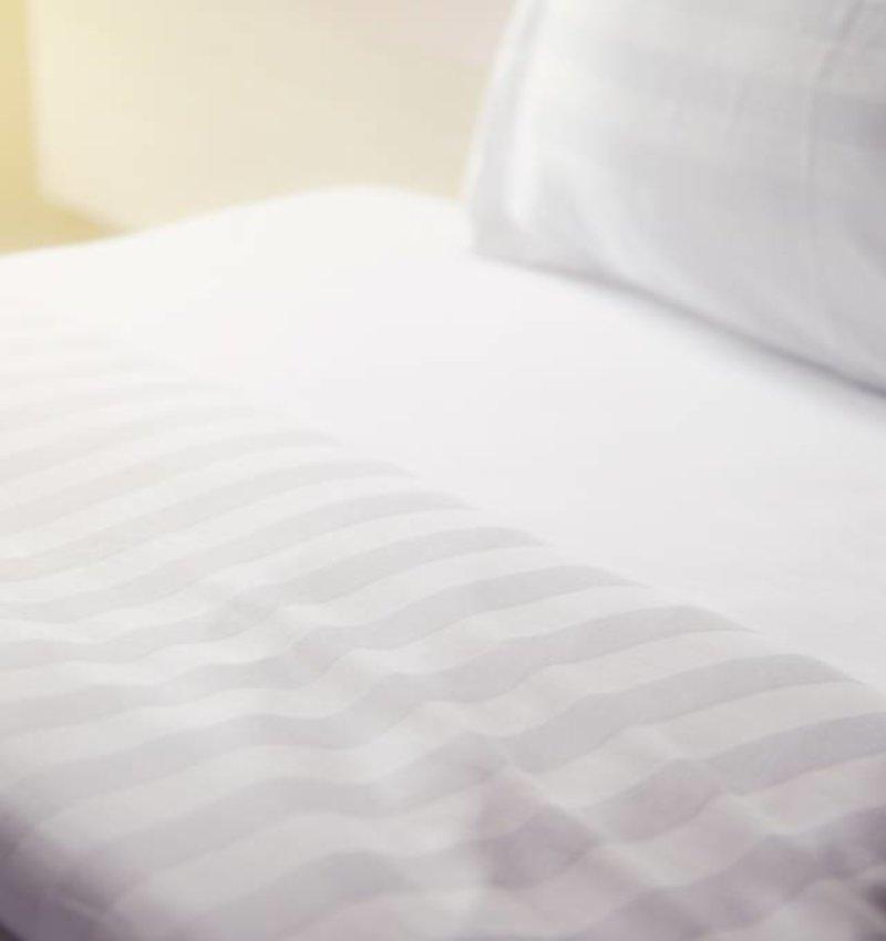 Nightlife Concept Hotel Stripe Wit  240x200/220