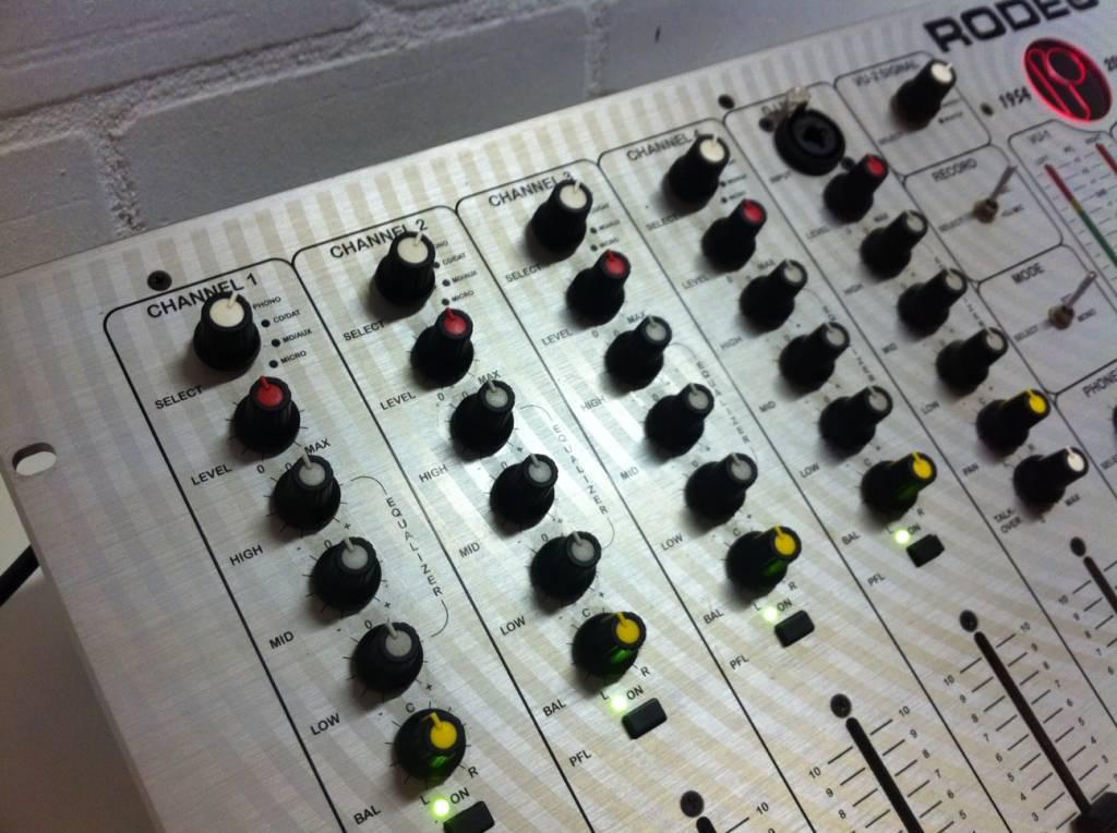 rodec-mx180-limited-edition-mixer.jpg