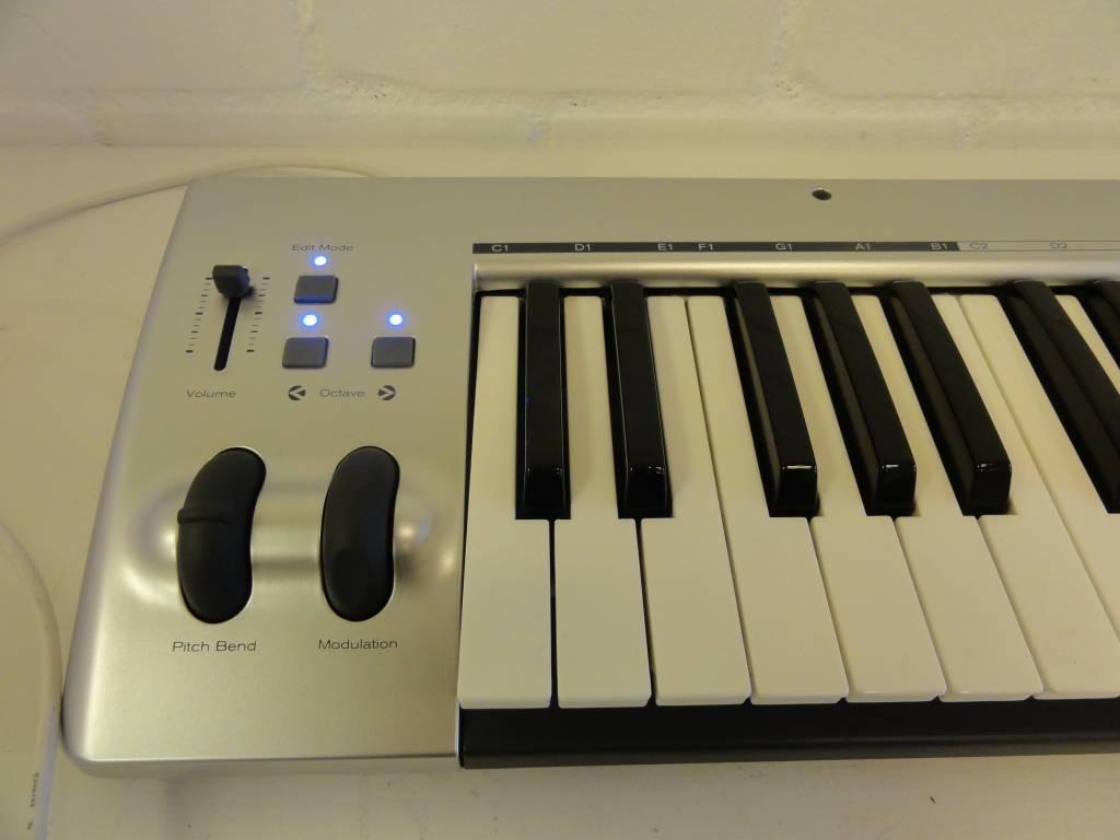 m audio keyrig 49 usb midi keyboard green. Black Bedroom Furniture Sets. Home Design Ideas