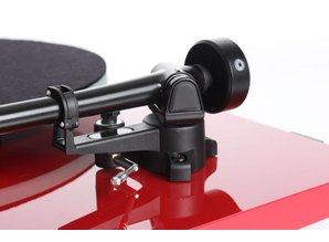 Rega Planar 2 Hi-fi turntable (Red)