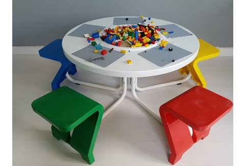 5-zits tafel met 5 vaste stoeltjes (gebruikt)