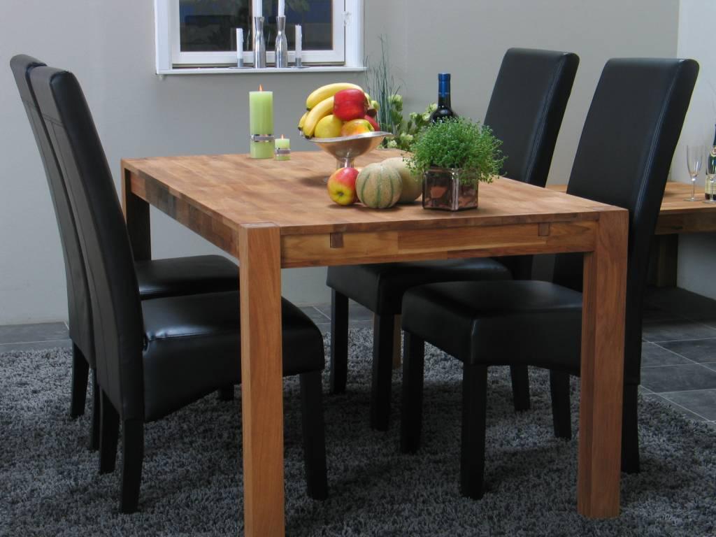Eettafel eiken Mark + zwarte eetkamerstoelen Giessen ...