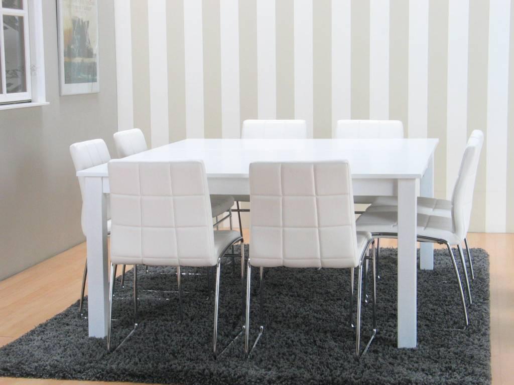 eetkamer met vierkante tafel
