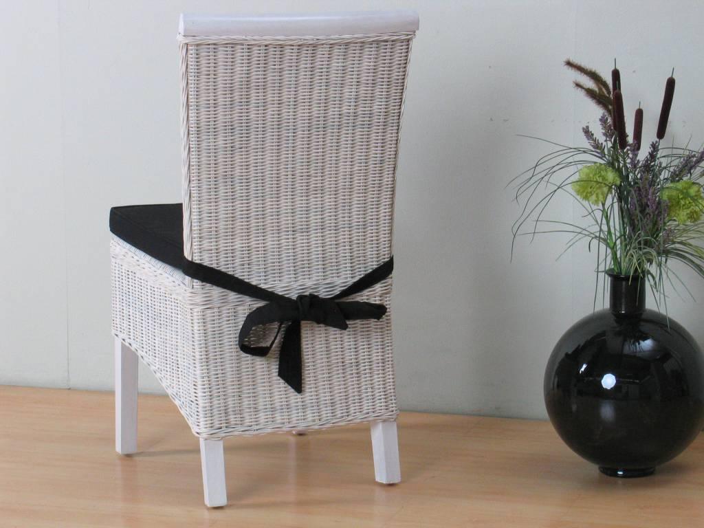 Wit brocante rotan stoel te koop aangeboden op tweedehands