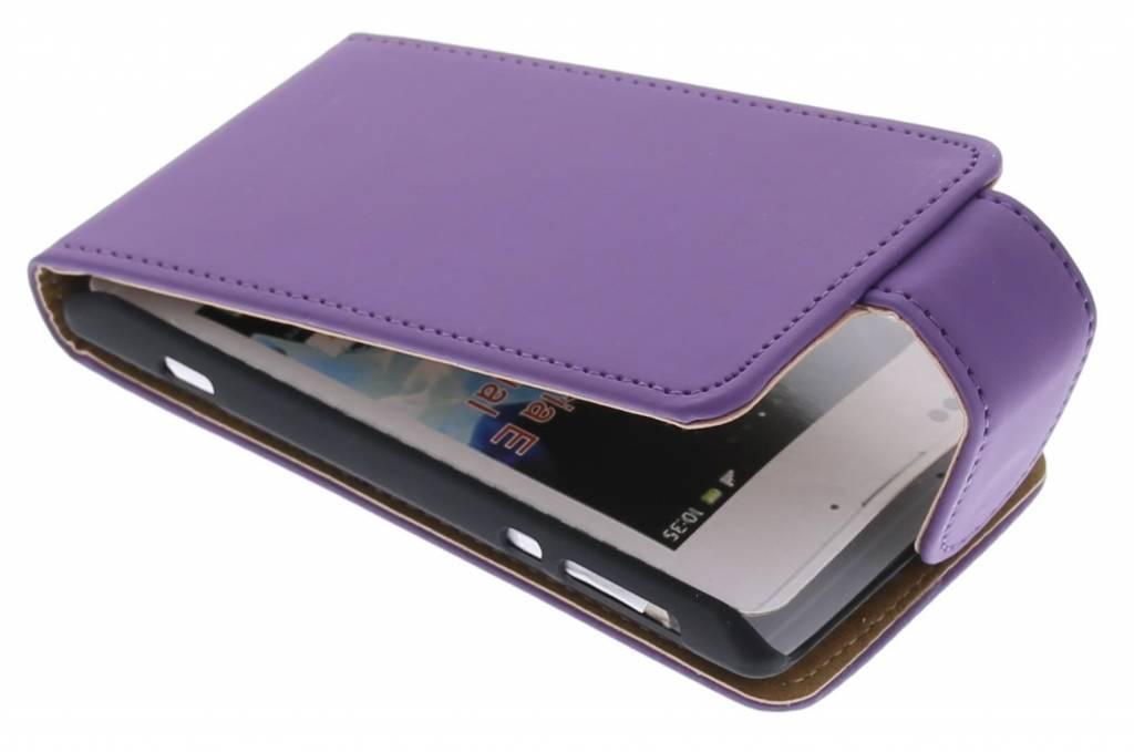 Paarse classic flipcase voor de Sony Xperia E