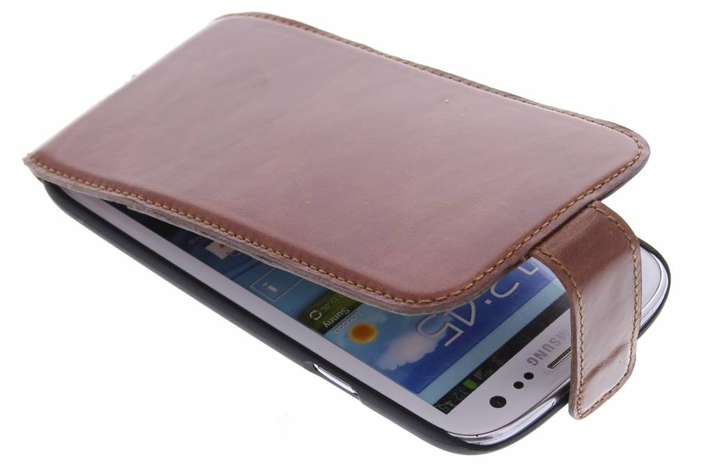 Valenta flipcase voor de Samsung Galaxy S3 / Neo - bruin