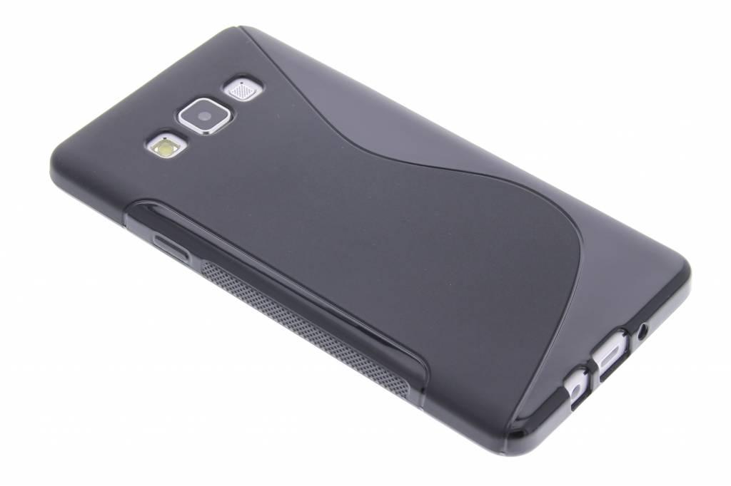 Zwart S-line TPU hoesje voor de Samsung Galaxy A7