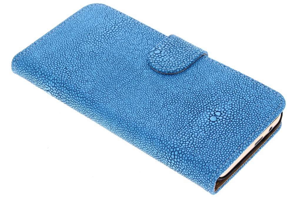 Blauwe glanzend ribbelige booktype hoes voor de HTC One M9
