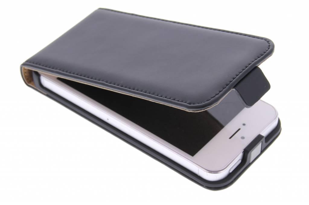 Selencia Luxe Flipcase voor de iPhone 5 / 5s / SE - Zwart