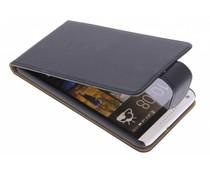 Zwart classic flipcase HTC Desire 816