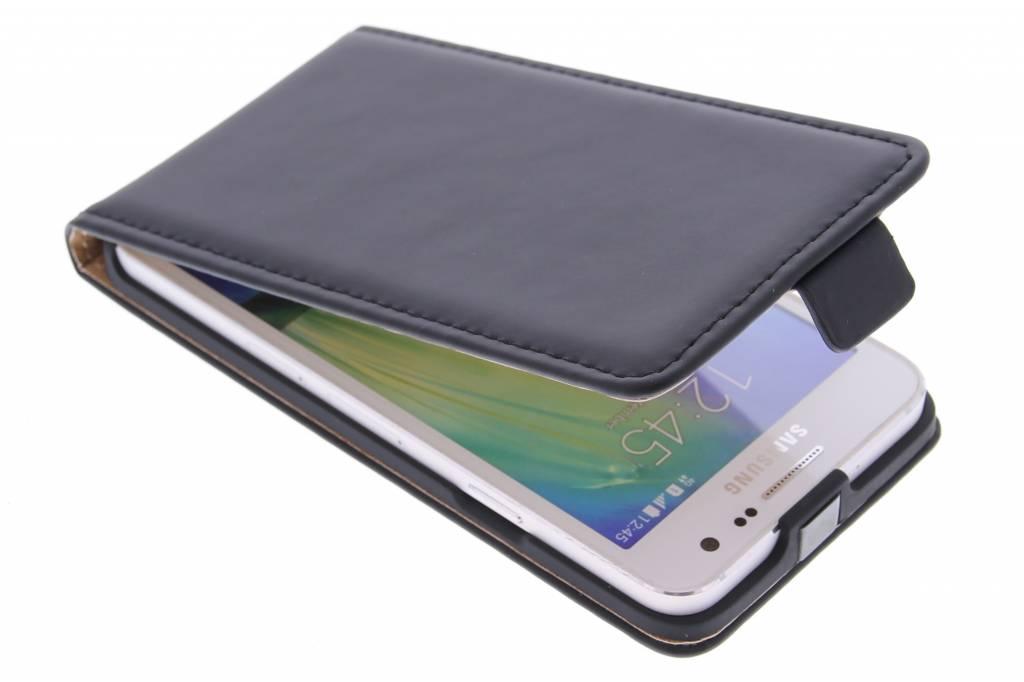 Selencia Luxe Flipcase voor de Samsung Galaxy A3 - Zwart