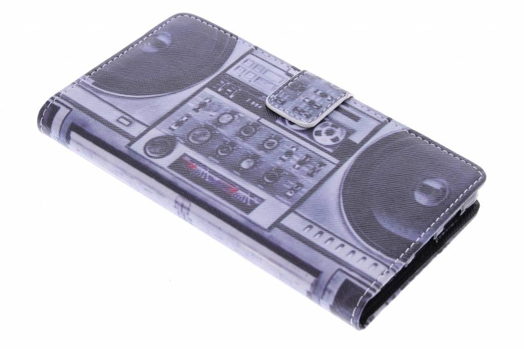 Radio design TPU booktype hoes voor de Huawei P8 Lite