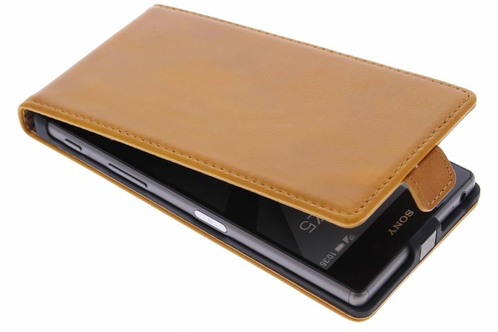 Selencia Luxe lederen Flipcase voor de Sony Xperia Z5 - Oker