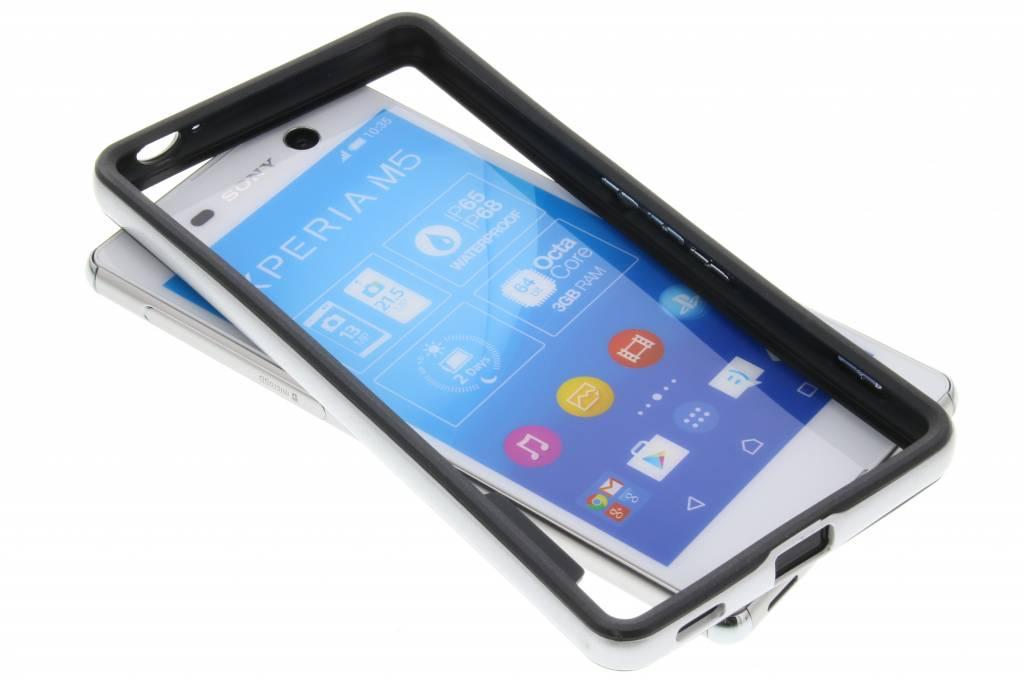 Zilveren bumper voor de Sony Xperia M5