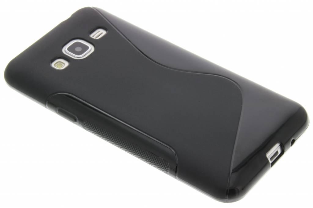Zwart S-line TPU hoesje voor de Samsung Galaxy J3 / J3 (2016)